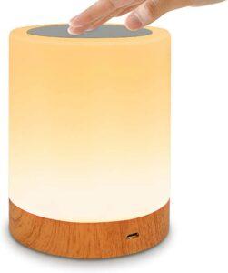 颜色非常温暖的一个床头灯