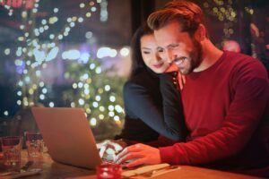 美国最受欢迎的10个网上购物网站之一 是Amazon