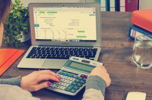 2. 帮助小型企业主做一些BookKeeper的工作来赚钱,每小时最多可以挣60$美元