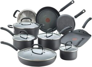 最佳预算不粘锅炊具套装 T-fal Ultimate Hard Anodized Nonstick 17 Piece Cookware Set