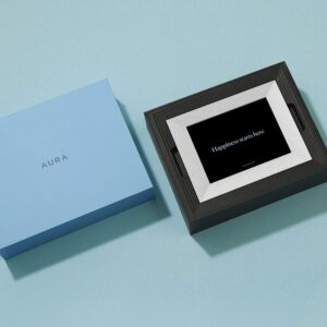 适合摆放在客厅的家庭电子相册 Aura Mason Smart Digital Picture Frame