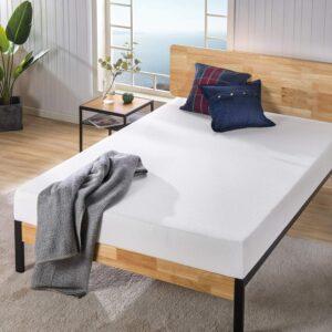 最佳低调:Zinus Ultima Comfort 8 英寸记忆泡沫床垫